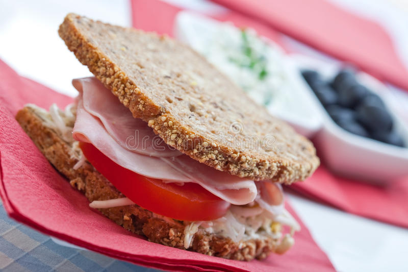 υγιής ντομάτα σάντουιτς ζαμπόν τυριών στοκ εικόνες