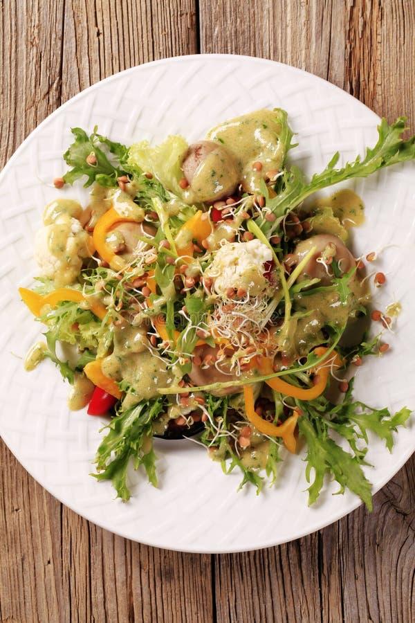 Download υγιής σαλάτα στοκ εικόνες. εικόνα από κουμπί, πιπέρι - 17055700