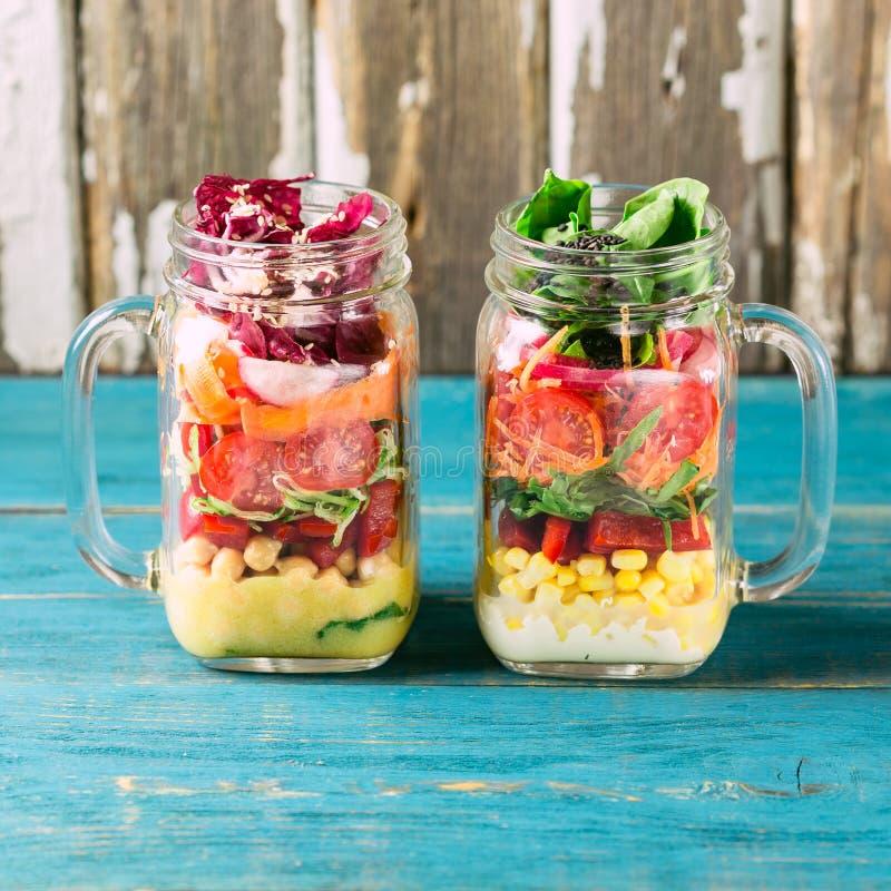 Υγιής σπιτική σαλάτα βάζων στοκ εικόνες