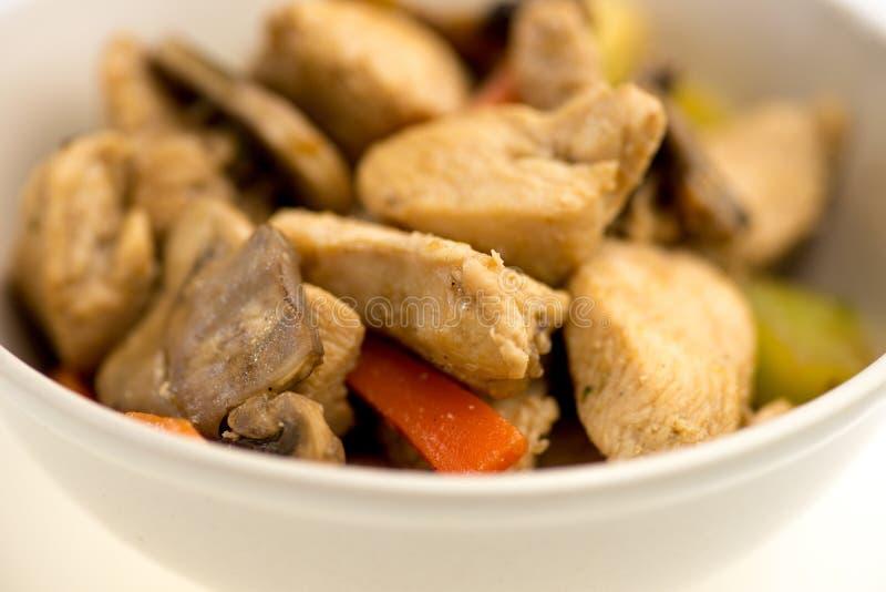 Υγιή ανακατώνω-τηγανητά κοτόπουλου με τα λαχανικά στοκ φωτογραφίες με δικαίωμα ελεύθερης χρήσης