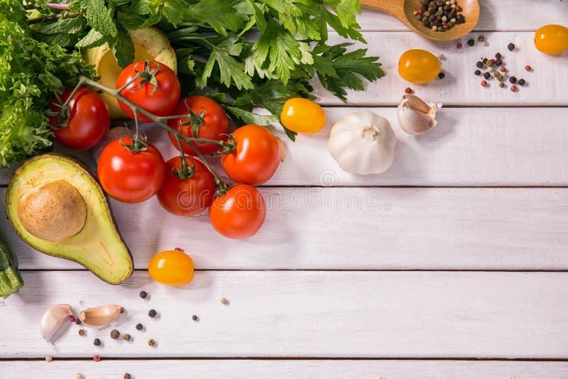 Υγιή τρόφιμα άσπρο σε ξύλινο στοκ εικόνα με δικαίωμα ελεύθερης χρήσης