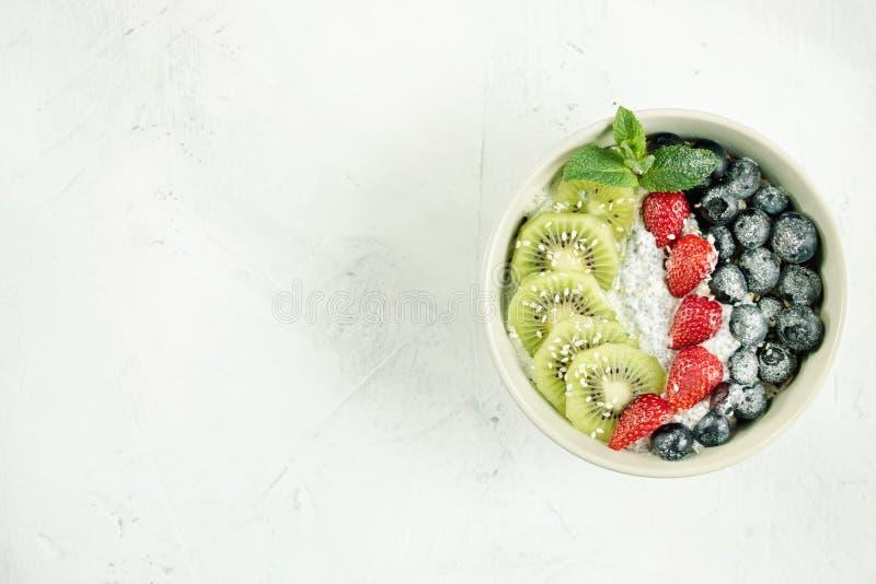 Υγιή τρόφιμα κύπελλων φρούτων για το detox στοκ φωτογραφίες με δικαίωμα ελεύθερης χρήσης