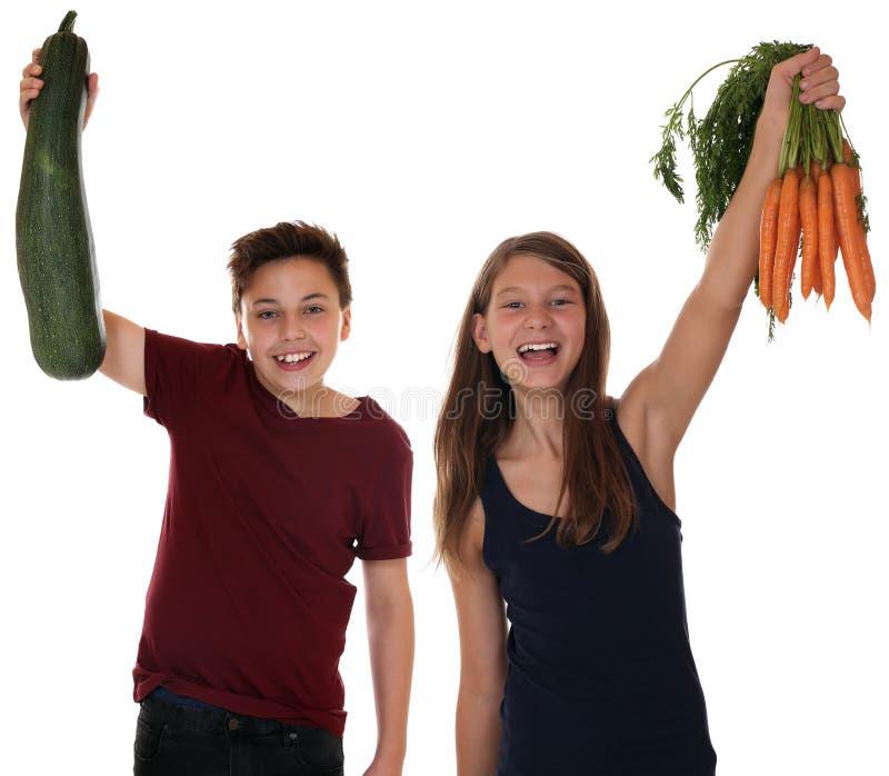 Υγιή τρώγοντας χαμογελώντας παιδιά με το vegeta καρότων και κολοκυθιών στοκ εικόνες με δικαίωμα ελεύθερης χρήσης