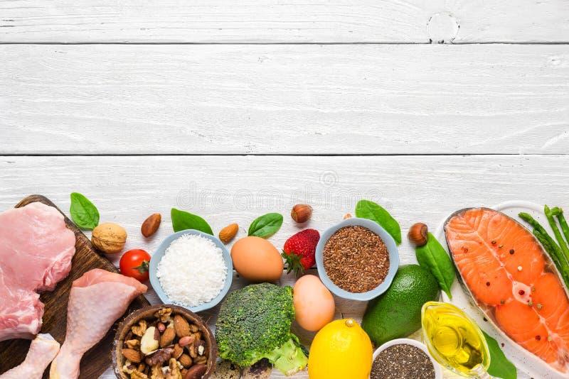 Υγιή χαμηλά προϊόντα εξαερωτήρων Κετονογενετική keto έννοια διατροφής r στοκ φωτογραφίες