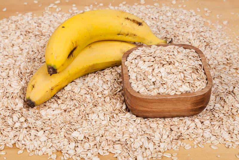 Υγιείς νιφάδες βρωμών συνδυασμού με την μπανάνα στοκ φωτογραφίες με δικαίωμα ελεύθερης χρήσης