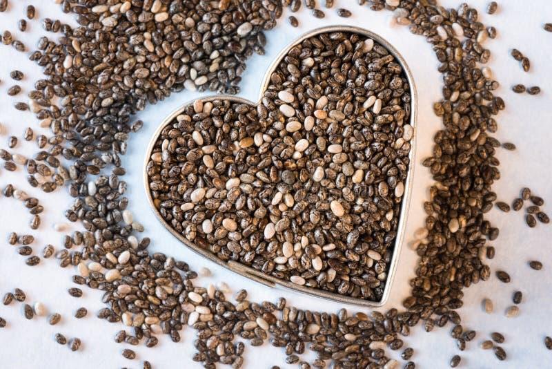 Υγιείς σπόροι Chia καρδιών στοκ φωτογραφία με δικαίωμα ελεύθερης χρήσης