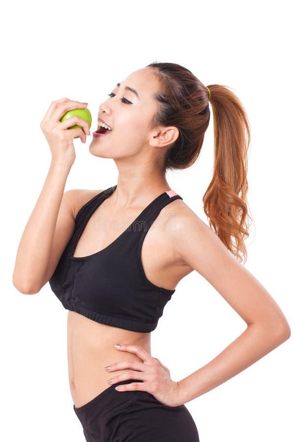 Υγιεινή διατροφή που τρώει το μήλο εκμετάλλευσης γυναικών για τα weightloss στοκ φωτογραφίες