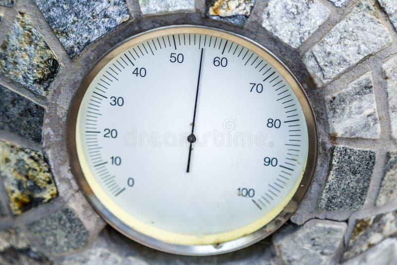 υγρασία στο atomsphere σύμφωνα με το αναλογικό υγρόμετρο στοκ φωτογραφίες με δικαίωμα ελεύθερης χρήσης