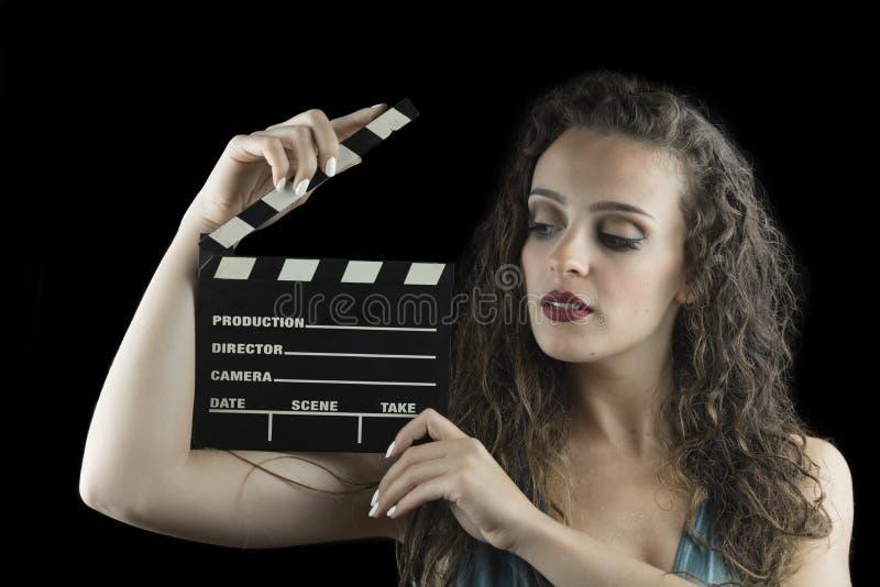 Υγρός κοιτάξτε από μια χαριτωμένη γυναίκα, στούντιο στο μαύρο υπόβαθρο στοκ εικόνα