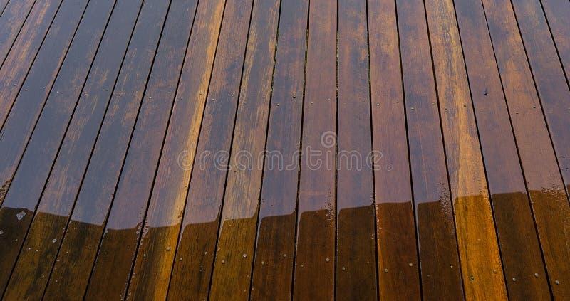 Υγρό floorboards ξυλείας υπόβαθρο στοκ φωτογραφίες
