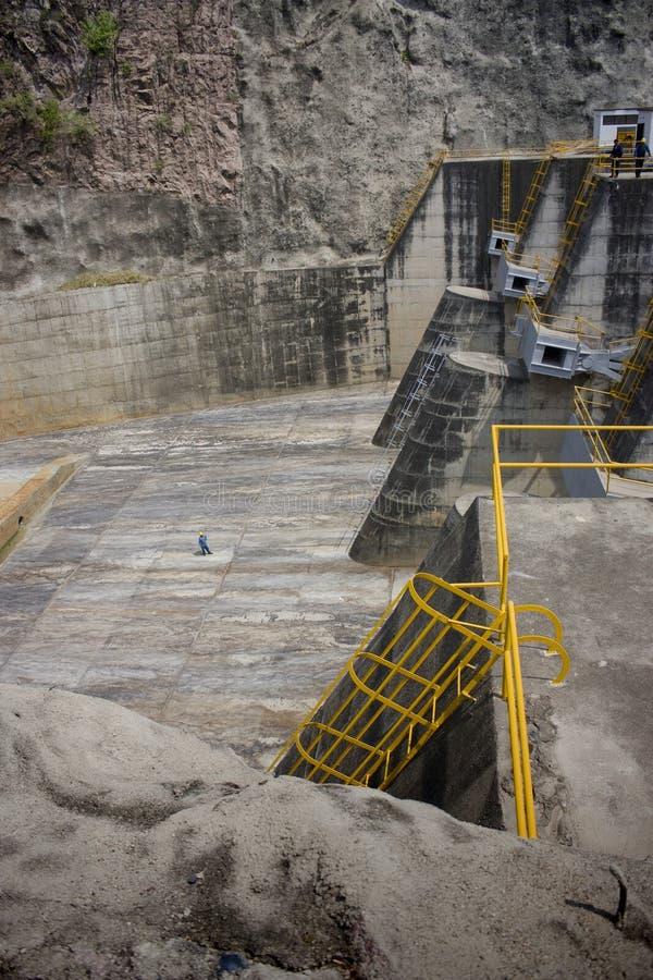 υδροηλεκτρικό spillway φραγμάτων στοκ φωτογραφίες με δικαίωμα ελεύθερης χρήσης