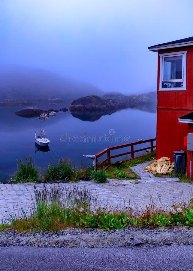 Υδρονέφωση πέρα από Sisimiut, Γροιλανδία στοκ φωτογραφίες