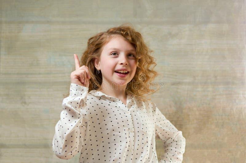 Το κορίτσι έχει μια ιδέα Υπέθεσε Ξέρει στοκ εικόνες με δικαίωμα ελεύθερης χρήσης