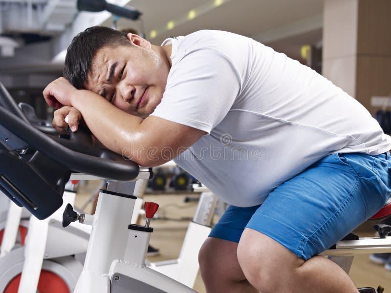 Υπέρβαρη άσκηση ατόμων στοκ φωτογραφία με δικαίωμα ελεύθερης χρήσης