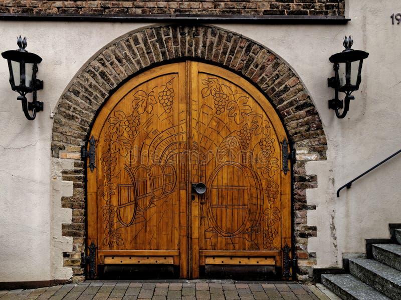 Υπέροχα διακοσμημένη αψίδα πυλών, πορτών και πετρών στοκ εικόνα