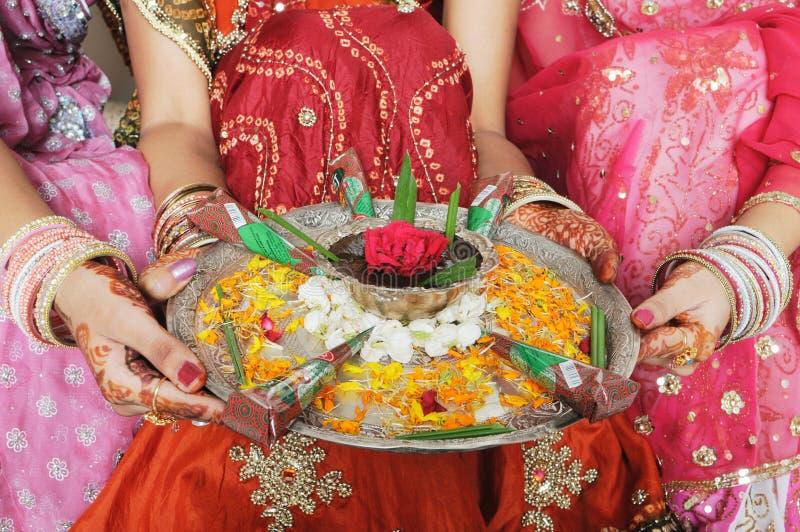 υπέροχα διακοσμημένο henna πιά στοκ εικόνα με δικαίωμα ελεύθερης χρήσης