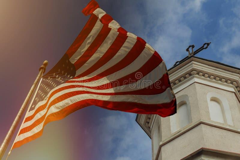 Υπέροχα κυματίζοντας αστέρι και ριγωτή αμερικανική σημαία στοκ φωτογραφίες με δικαίωμα ελεύθερης χρήσης