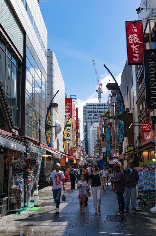 Υπαίθρια αγορά Ameyoko κοντά στο σταθμό Ueno, Τόκιο, Ιαπωνία στοκ φωτογραφία με δικαίωμα ελεύθερης χρήσης