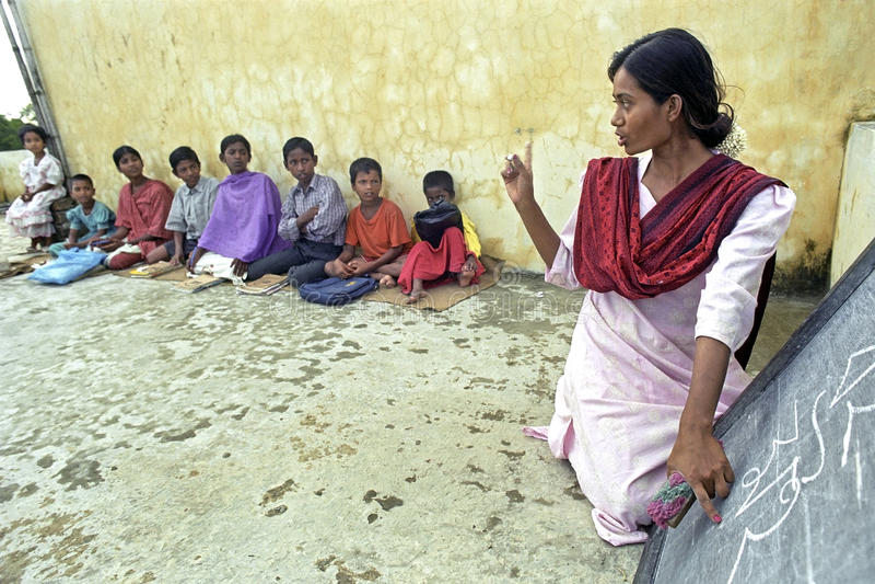 Υπαίθρια βασική εκπαίδευση για τα του Μπαγκλαντές παιδιά στοκ εικόνες με δικαίωμα ελεύθερης χρήσης