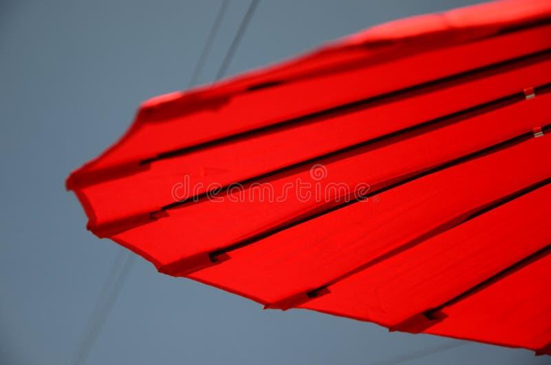 Υπαίθρια διαβίωση, parasol ήλιων στον κήπο στοκ εικόνες με δικαίωμα ελεύθερης χρήσης