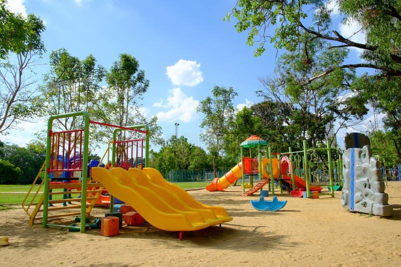 Υπαίθρια παιδική χαρά στο δημόσιο πάρκο στοκ εικόνες με δικαίωμα ελεύθερης χρήσης