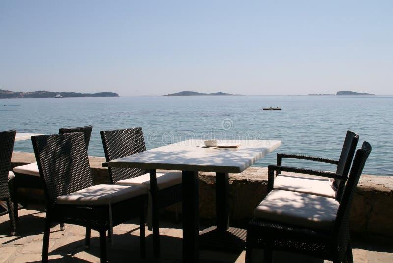 υπαίθρια παραλία καφέδων στοκ εικόνα με δικαίωμα ελεύθερης χρήσης