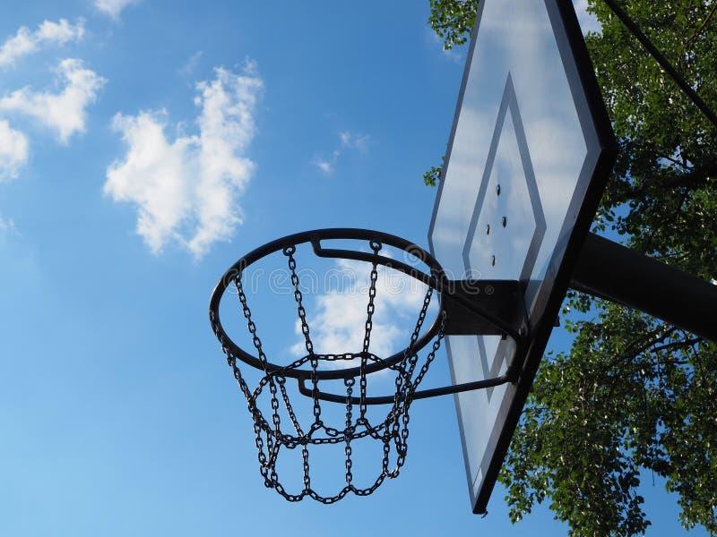 Υπαίθρια στεφάνη καλαθοσφαίρισης στοκ φωτογραφία