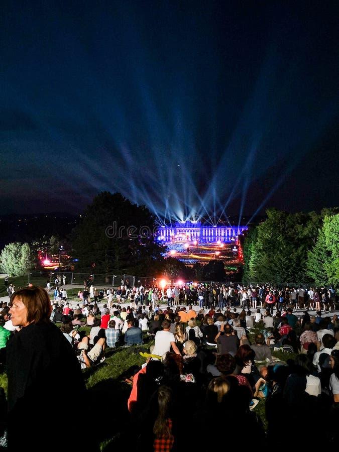 υπαίθρια συναυλία μιας θερινής νύχτας από τους θαυμάσιους κήπους του παλατιού Schonbrunn με τη φιλαρμονική ορχήστρα της Βιέννης στοκ εικόνες με δικαίωμα ελεύθερης χρήσης