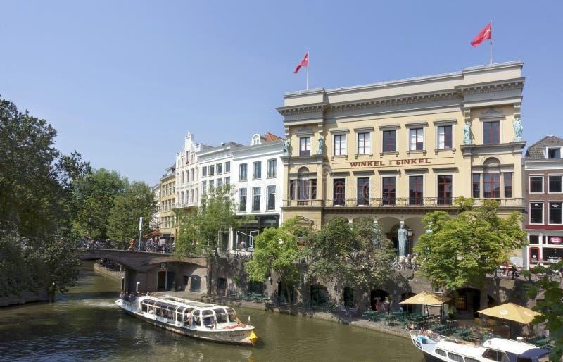 Υπαίθριοι καφέδες παράλληλα με το Oude Gracht στην Ουτρέχτη στοκ εικόνες με δικαίωμα ελεύθερης χρήσης