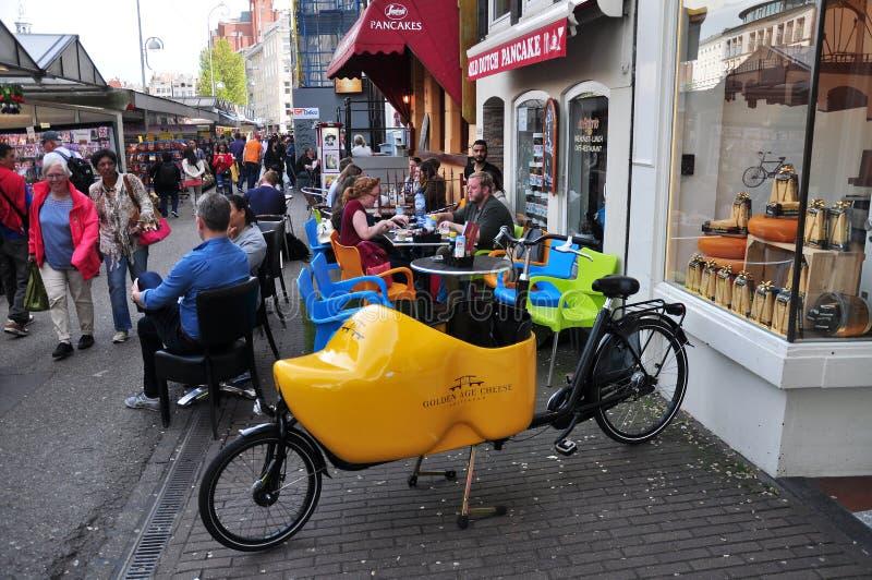 Υπαίθριος καφές στην αγορά λουλουδιών Singel, Άμστερνταμ, Κάτω Χώρες στοκ εικόνες