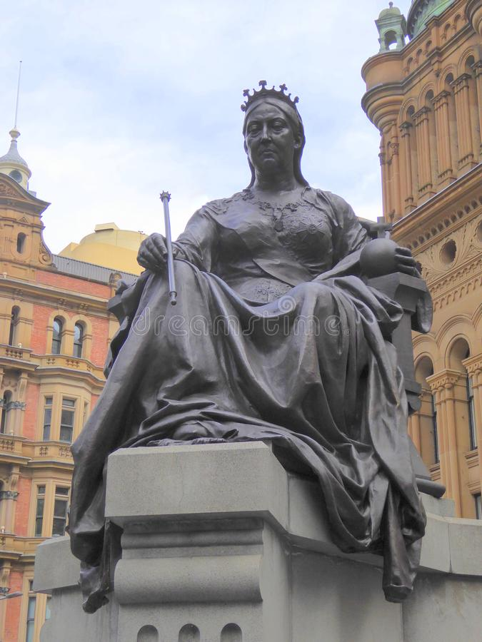 Υπαίθριο άγαλμα του μονάρχη συνεδρίασης στοκ φωτογραφία με δικαίωμα ελεύθερης χρήσης
