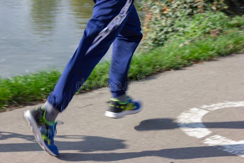 υπαίθριο αθλητικό τρέξιμο πρακτικής ανθρώπων στοκ εικόνες με δικαίωμα ελεύθερης χρήσης