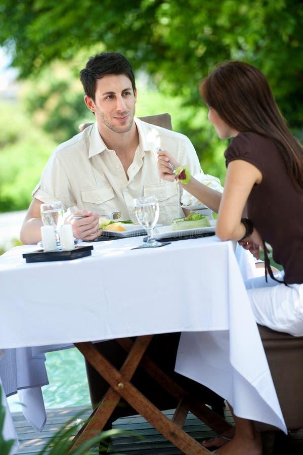 Υπαίθριο γεύμα στοκ φωτογραφία με δικαίωμα ελεύθερης χρήσης