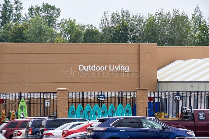 Υπαίθριο ζωντανό τμήμα Walmart στοκ εικόνες