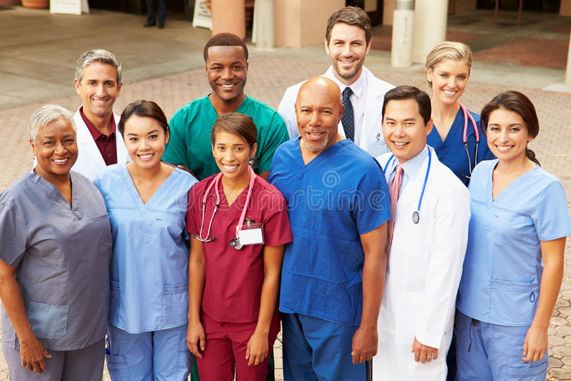 Υπαίθριο πορτρέτο της ιατρικής ομάδας στοκ φωτογραφίες με δικαίωμα ελεύθερης χρήσης