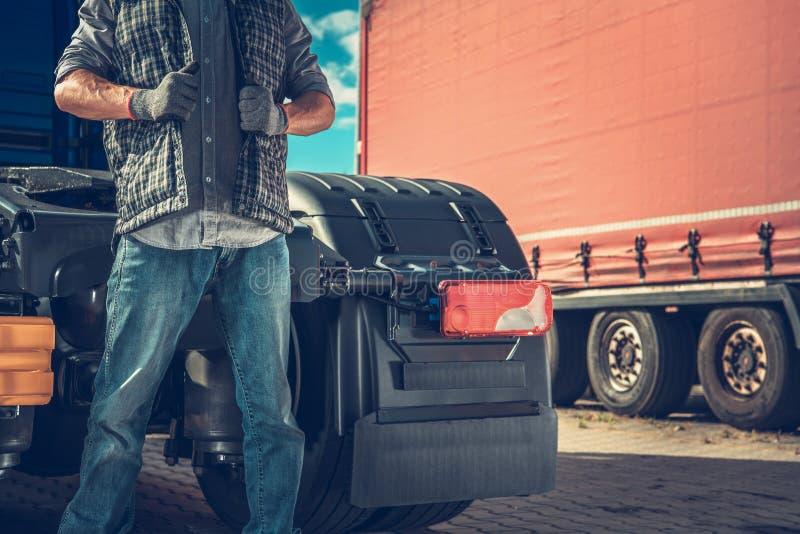 Υπερήφανος ημι οδηγός φορτηγού στοκ εικόνες