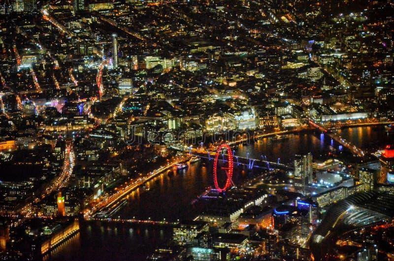 Υπερανυψωμένος του Λονδίνου συμπεριλαμβανομένου londoneye του σπιτιού της γέφυρας των Κοινοβουλίων στοκ εικόνα με δικαίωμα ελεύθερης χρήσης