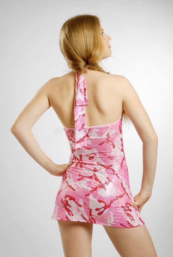Υπεροπτικός ξανθός στο ροζ στοκ φωτογραφία με δικαίωμα ελεύθερης χρήσης