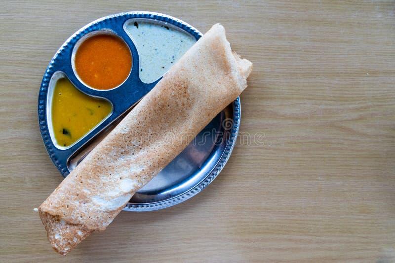 Υπερυψωμένη άποψη Thosai, δημοφιλή ινδικά τρόφιμα στη Μαλαισία στοκ φωτογραφία