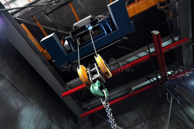 Υπερυψωμένος γερανός εργοστασίων στοκ εικόνα με δικαίωμα ελεύθερης χρήσης
