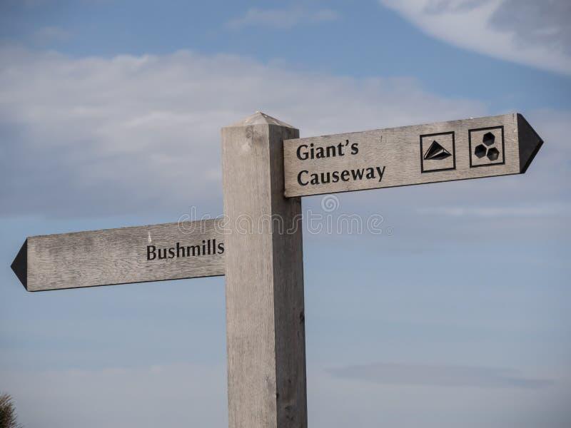 Υπερυψωμένο μονοπάτι γιγάντων στο βόρειο νησί - BUSHMILLS ΒΟΡΕΙΑ ΙΡΛΑΝΔΊΑ - 12 ΜΑΐΟΥ 2019 στοκ εικόνες με δικαίωμα ελεύθερης χρήσης