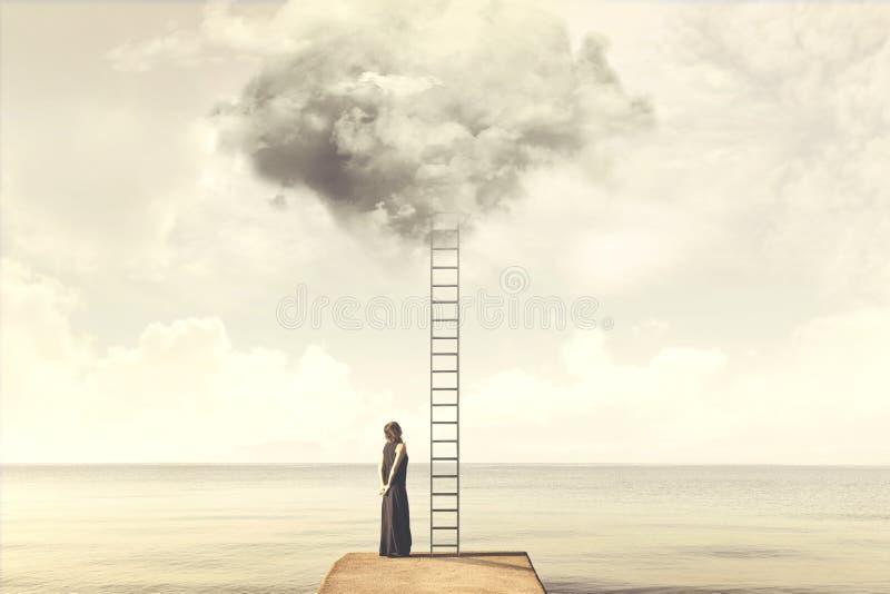 Υπερφυσική στιγμή της γυναίκας που αναρριχείται σε μια φανταστική κλίμακα στα σύννεφα στοκ φωτογραφία με δικαίωμα ελεύθερης χρήσης