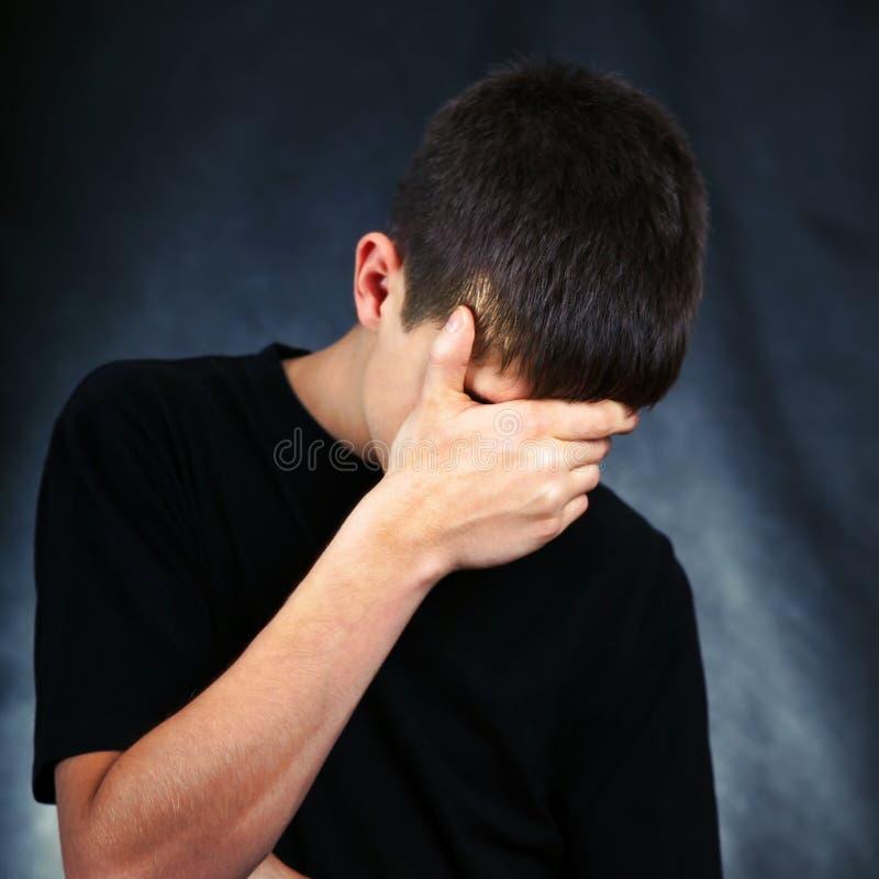 λυπημένες νεολαίες ατόμ&ome στοκ φωτογραφίες