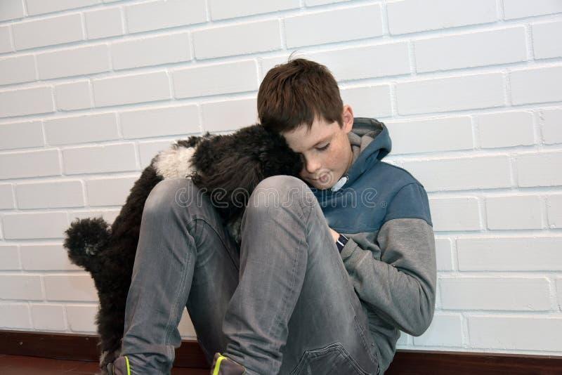λυπημένος έφηβος αγοριών στοκ φωτογραφία