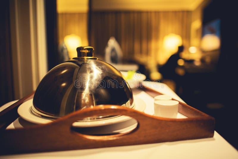 Υπηρεσία δωματίου ξενοδοχείου γευμάτων στοκ φωτογραφίες με δικαίωμα ελεύθερης χρήσης