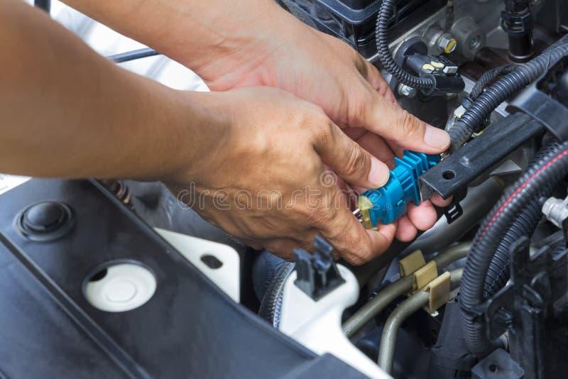 Υπηρεσία επισκευής αυτοκινήτων, αυτόματη μηχανική μηχανή αυτοκινήτων επισκευής στοκ φωτογραφίες με δικαίωμα ελεύθερης χρήσης