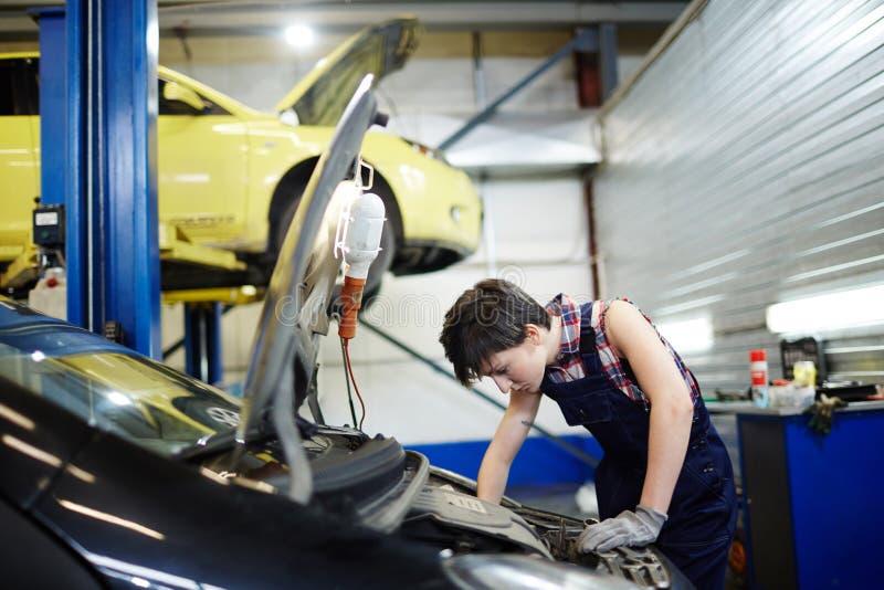 Υπηρεσία συντήρησης αυτοκινήτων στοκ φωτογραφία με δικαίωμα ελεύθερης χρήσης