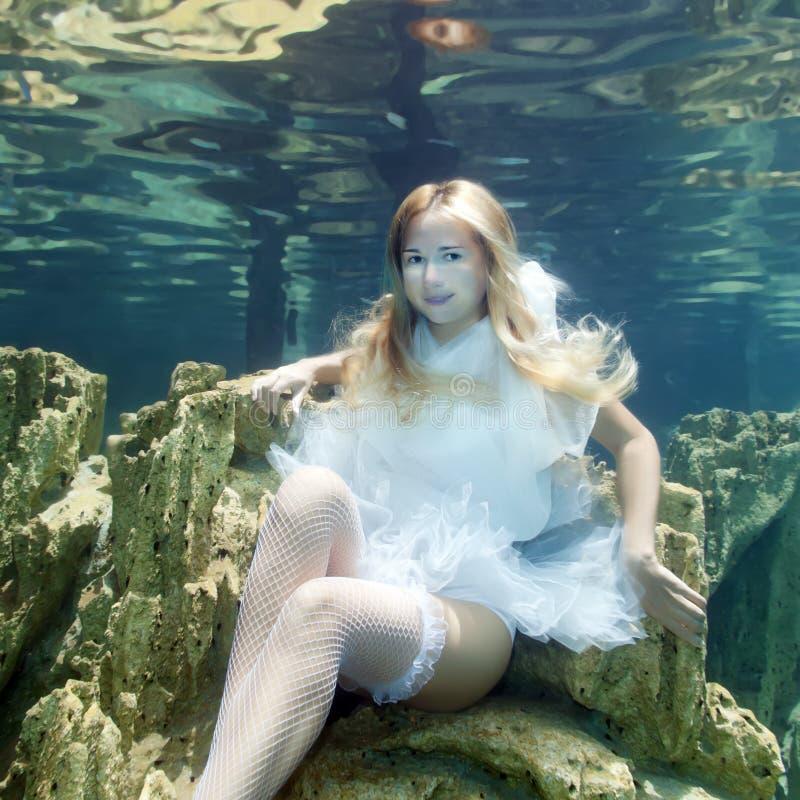 υποβρύχια γυναίκα στοκ φωτογραφίες με δικαίωμα ελεύθερης χρήσης