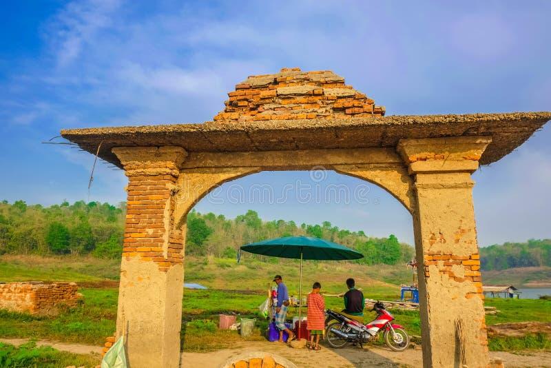 Υποβρύχια πύλη ναών σε Sangkhla Buri στοκ εικόνες