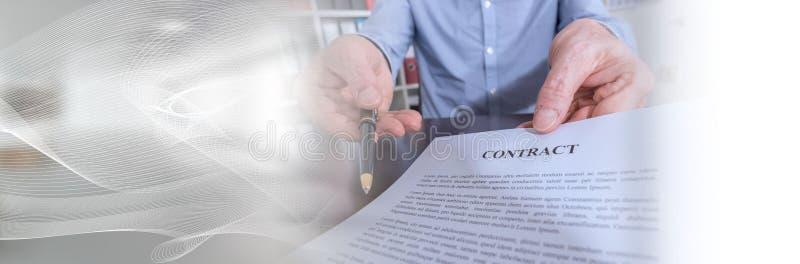Υπογραφή μιας σύμβασης (κείμενο ipsum Lorem)  πανοραμικό έμβλημα στοκ εικόνα
